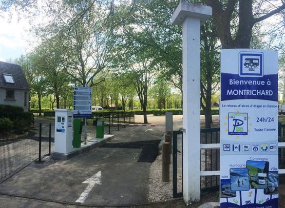 aire-stationnement-camping-car-campingcarpark-montrichard©Campingcarpark (4)