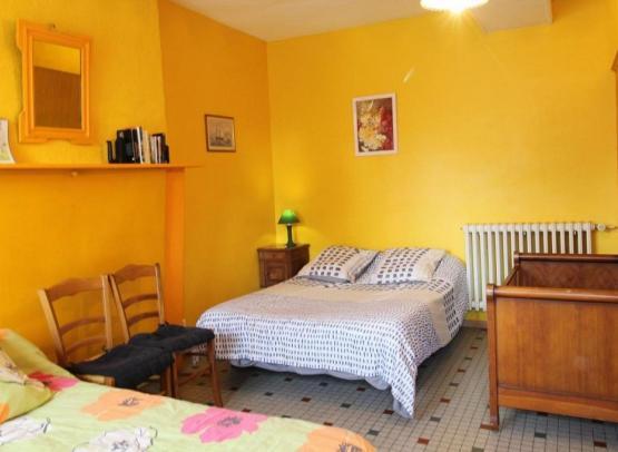 chambre-double-gite-vieux-chene-chapelle-rousselin-chemille