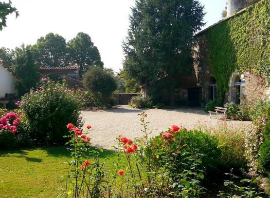 2015-chambres-hotes-galissonniere_lepallet_-HLO-Cour du Château