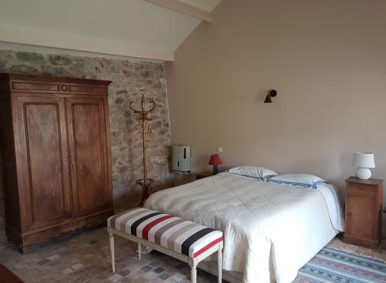 front-bed-small-room