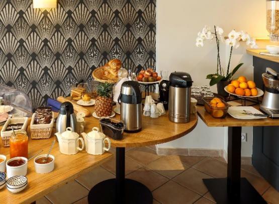 buffet-petit-déjeuner-Auberge-de-la-Loire-Montjean-sur-Loire-ôsezMauges©aubergedelaloire