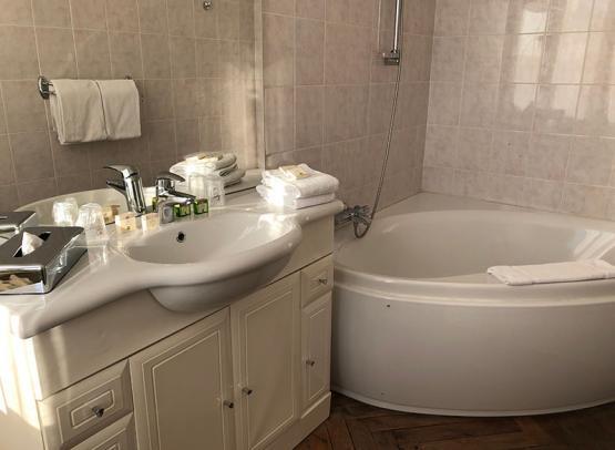 hôtel-Rabelais-Tours-SDB-triple-bain