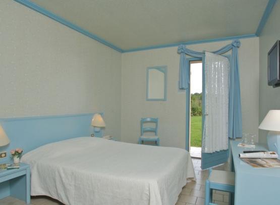 hotel restaurant le nuage-la bussière-interieur chambre bleue