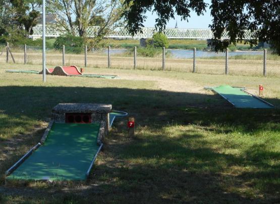 Camping le Jardin de Sully _ Mini golf