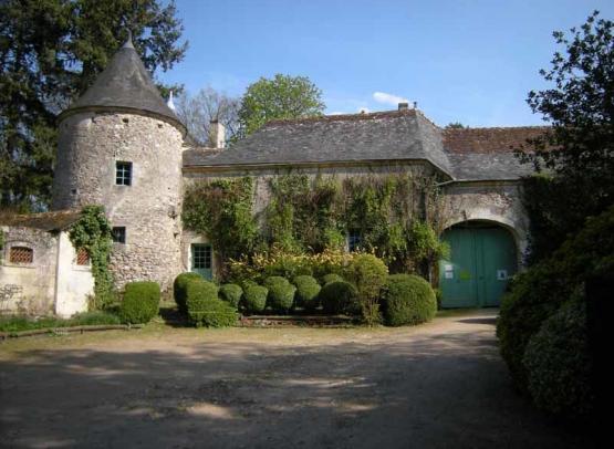 chateau-de-cinq-mars-cour-d-entree