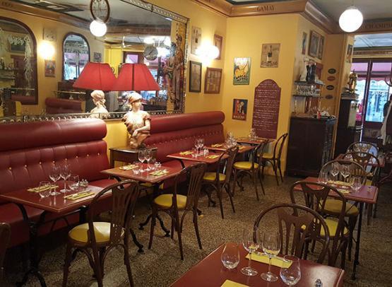 Salle-de-restaurant-Le-Chien-Jaune