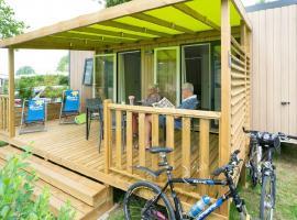 terasse-mobil-home-camping-promenade-montjean-loire-osezmauges-anjou-Loire-à-Vélo