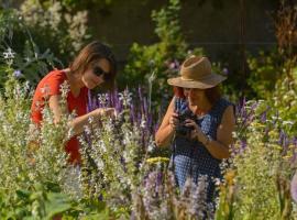 jardin_cure_presbytere_village_Chedigny_2019_Leonard_de_Serres